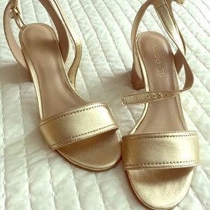 Gold Aldo ankle strap chunky heels size 8